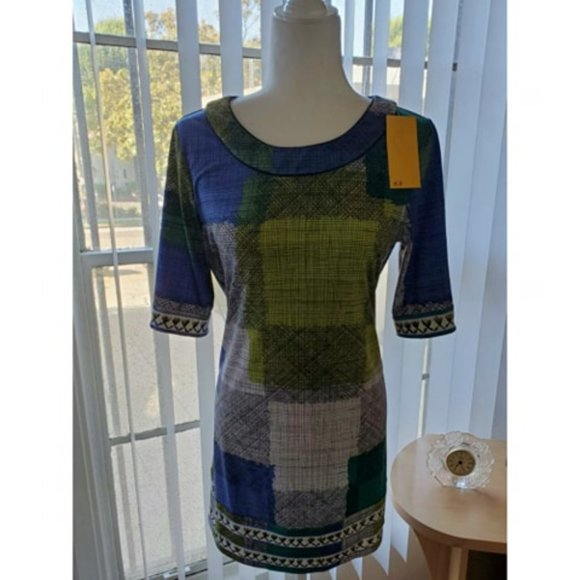 BCBGMaxAzria Dresses & Skirts - BCBG MaxAzria Geometric colorful dress Size S New